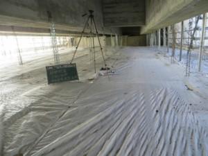 橋の下の足場の状況 桁、床版部はクラック注入、断面修復工事