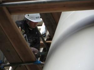 規定の膜厚を確保できるように慎重に塗装していきます。