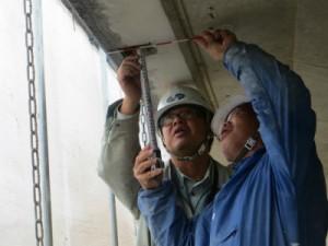 劣化部補修箇所の管理も大変です。 細かい管理が品質向上につながります。長谷専務奮闘中